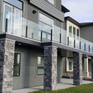 Topless glass deck railing